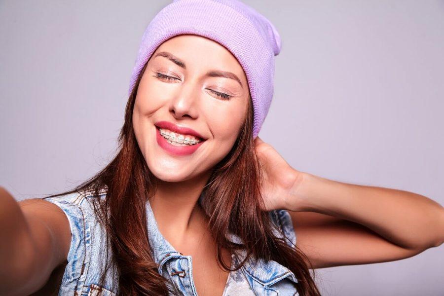 Consecuencias de retirar la ortodoncia antes de tiempo - Clínica Infinity Dental